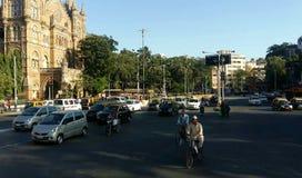 Fußgängerübergangstraße Mumbai, Indien des Stadtverkehrs lizenzfreies stockfoto
