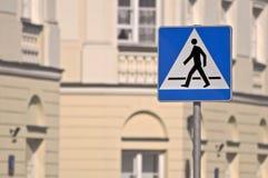Fußgängerübergangzeichen. Stockfoto