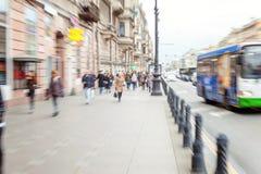 Fußgänger auf der Straße stockfoto