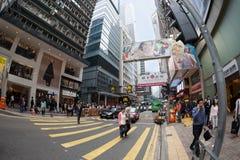 Fußgänger in einem Zebrastreifen im zentralen Bezirk von Hong Kong Lizenzfreie Stockbilder