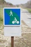 Fußgänger und Zyklus-Weg-Weg Stockfotografie