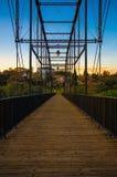 Fußgängerbrücke über dem amerikanischen Fluss- Folsom, Kalifornien Stockfotos