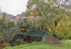 Fußgängerbrücke über wenigem Caledon-Fluss bei Glen Reenen lizenzfreies stockfoto
