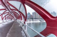 Fußgängerbrücke, Calgary, Alberta lizenzfreie stockfotografie