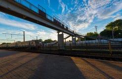 Fußgängerbrücke an der Station Lizenzfreies Stockfoto