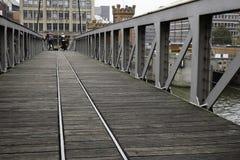 Fußgängerbrücken-Hamburg-Hafen Stockbilder