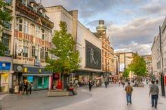 Fußgängerstraße gezeichnet mit Shops in Liverpool Stockfotos