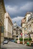 Fußgängerstraße in im Stadtzentrum gelegenem Bukarest lizenzfreies stockfoto