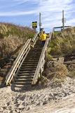 Fußgängertreppenhaus zum Strand Stockbilder