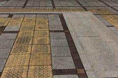 Fußgängervorhänge auf Steintreppe Lizenzfreie Stockfotografie
