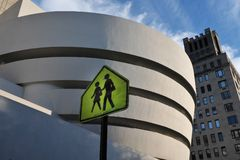 Fußgängerweg Guggenheim Museum Lizenzfreies Stockfoto