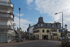 Fußgängerzoneneckenstraße beim Untertor, Hofheim morgens Taunus, Deutschland stockfotografie