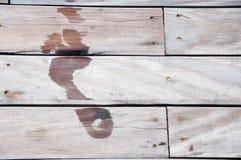 Fußspur auf hölzernem Fußboden Lizenzfreies Stockfoto