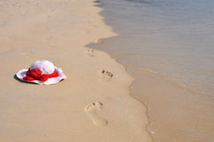 Fußspuren auf dem Strand Stockfoto