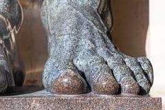Fußstatuen des Granits Nahaufnahme stockfoto