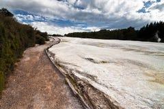 Fußweg entlang Kratern Lizenzfreies Stockfoto