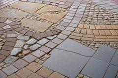 Fußweg hergestellt von den verschiedenen Materialien Lizenzfreie Stockbilder