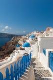 Fußweg in Oia Santorini Griechenland Stockbild