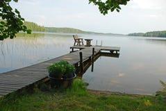 Fußweg zum See in Mittelfinnland Stockbild