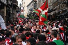 Fußballfane auf Straßen Stockbild