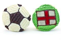 Fußballkleiner kuchen und England-Markierungsfahne Lizenzfreie Stockfotos
