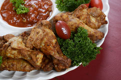 Fußballpartei-Lebensmittelservierplatte Stockfoto