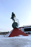Fußballstadion Spartak Opening-Arena und ein Monument Stockfoto
