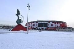 Fußballstadion Spartak Opening-Arena und ein Monument Lizenzfreie Stockfotos
