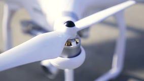 Fuchi del rotore o elica di quadrocopter stock footage