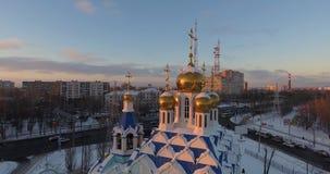 Fucilazione aerea - una chiesa ortodossa russa bella archivi video