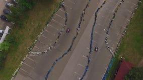 Fucilazione con il fuco Pista di corsa per la corsa di Kart stock footage