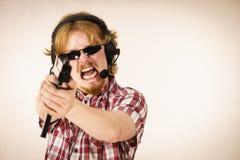 Fucilazione dell'uomo del Gamer dalla pistola Immagini Stock Libere da Diritti