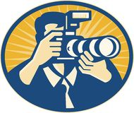 Fucilazione della macchina fotografica del fotografo DSLR retro Immagini Stock