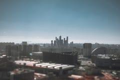 Fucilazione di Tiltshift del paesaggio urbano con i grattacieli Fotografie Stock