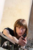 Fucilazione femminile dell'agente Fotografie Stock