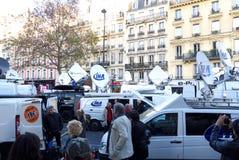 Fucilazioni di Bataclan dei furgoni della televisione Fotografie Stock