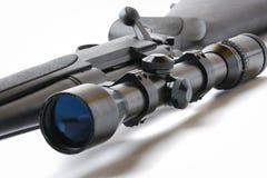 Fucile del tiratore franco su bianco fotografia stock libera da diritti