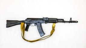 Fucile di assalto del Kalashnikov AK-74 con le azione di piegatura, primo piano immagine stock libera da diritti
