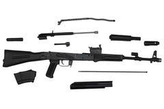 Fucile di assalto smontato nella vista della parte di sinistra delle parti isolata su bianco Fotografia Stock Libera da Diritti