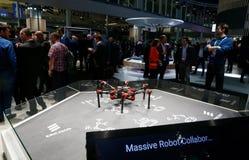 Fuco di camminata robot industriale al congresso mobile 2019 del mondo in dettaglio di Barcellona fotografia stock libera da diritti