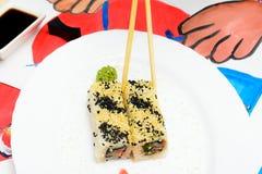 Fud艺术 在一块白色板材的日本寿司 免版税库存图片