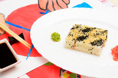 Fud sztuka Japoński suszi na białym talerzu Zdjęcia Stock