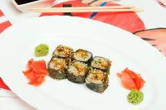 Fud sztuka Japoński suszi na białym talerzu Fotografia Stock