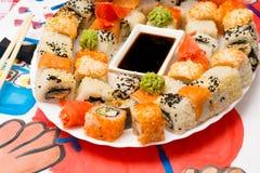 Fudart. Japanse sushi op een witte plaat Stock Foto's
