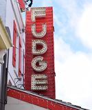 Fudge znaka pokaz Z Starymi mod światłami Zdjęcia Stock