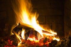 Fuego acogedor Imagen de archivo libre de regalías
