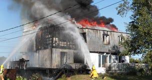 Fuego ardiente de la casa almacen de video