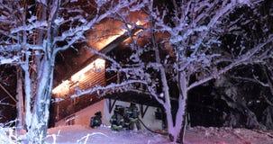 Fuego ardiente de la casa almacen de metraje de vídeo