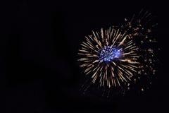 Fuego artificial azul y blanco Imágenes de archivo libres de regalías