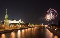 Fuego artificial cerca de Kremlin foto de archivo libre de regalías